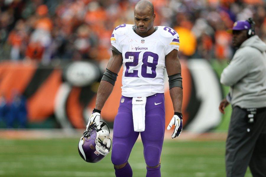 Minnesota Vikings running back Adrian Peterson (28) )