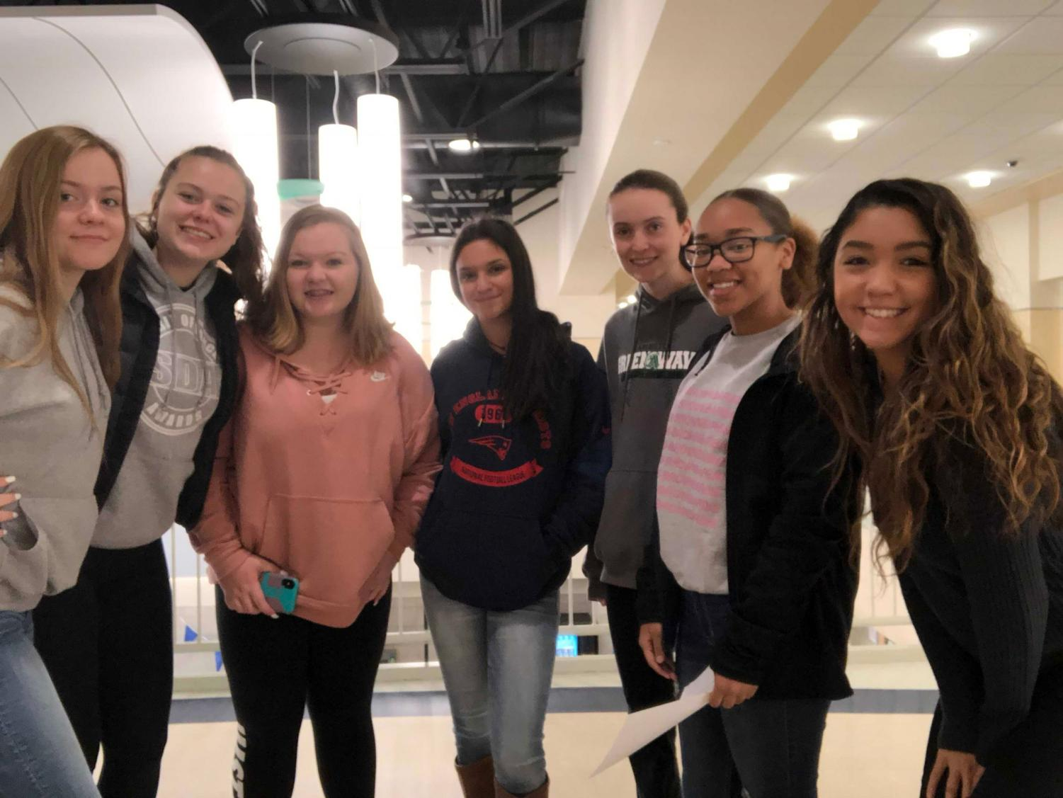 Ella Hughes, Rachel Barrett, Caitlin Malone, Ava Hajjar, Lauren Nelligan, Daisy Dossantos-Ribeiro, and Criselda Burke at the New Student Breakfast