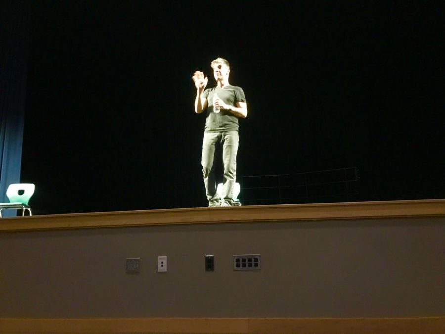 John+Morello+performs+his+one-man+show+%22Dirt%22+at+Abington+High+School+on+Monday%2C+Feb.+4.+Freshmen+and+sophomores+attended+this+show%2C+sponsored+by+the+Anti-Bullying+Club+and+funded+by+the+PTO+and+Coombs+Foundation.