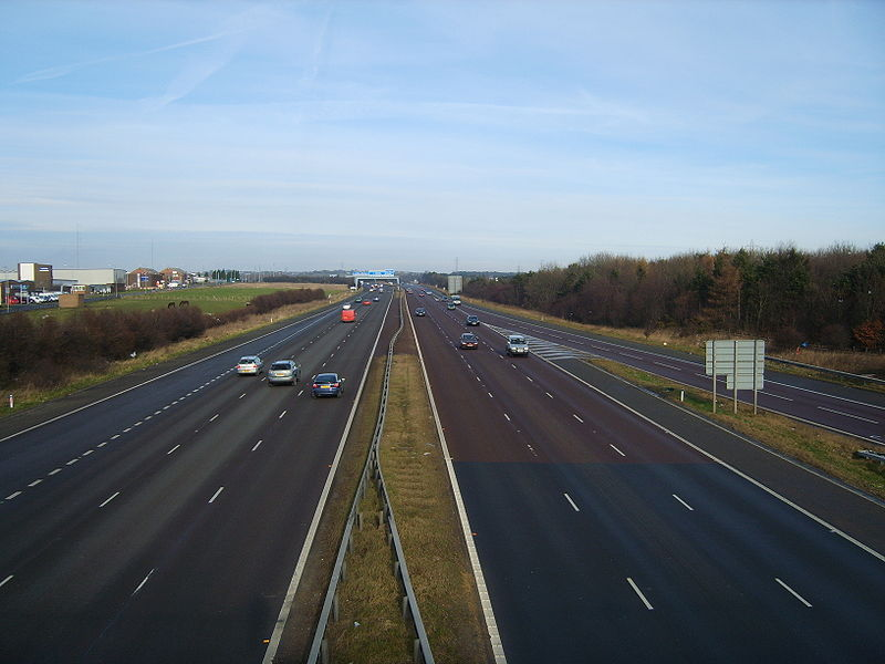 Photo of busy road, with many drivers from Wikimedia Commons, used with permission
