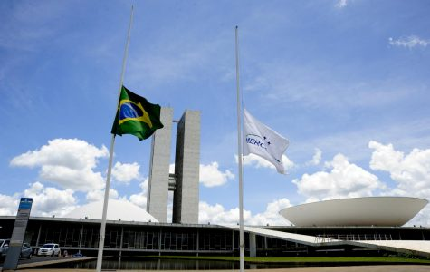 Half-mast flags of Brazil and Mercosur at the Palácio Nereu Ramos, Brasilia, after the crash of LaMia Airlines Flight 2933. November 29, 2016