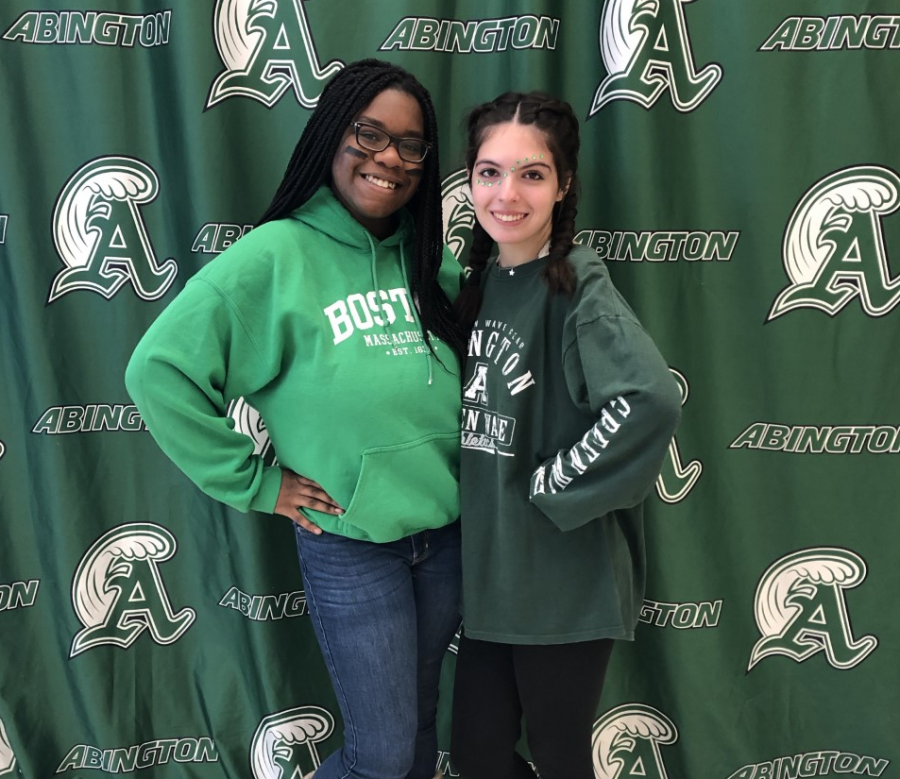 Abington+seniors+Linda+Daye+%28left%29+and+Michaela+Kane+show+their+Green+Wave+pride+on+November+27%2C+2019.